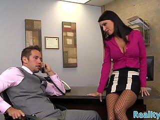 Echte secretaresse geneukt in de Kantoor